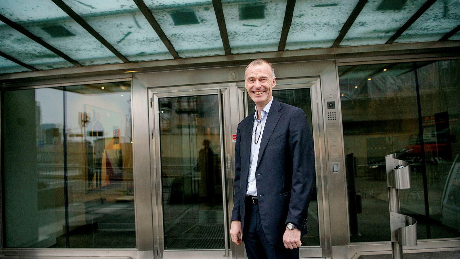 Petter Dragesund er glad for at bedragerisaken endelig er over men vil kreve erstatning for advokatutgifter og tapt arbeidsinntekt.