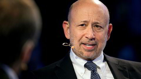 Goldman Sachs' tidligere toppsjef Lloyd Blankfein får ikke utbetalt bonuser han skal ha opptjent, i alle fall ikke ennå.