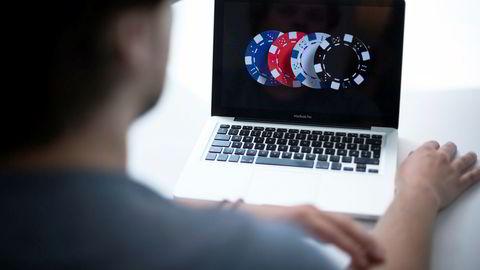 Er det virkelig noen som tror at problemspillere som oppretter spillkonto hos mange ulike selskaper, og tar opp flere forbrukslån for å komme unna tapsgrenser og kredittproblemer, ikke investerer to minutter for å endre noen innstillinger på datamaskinen sin, skriver Robin Erik Reed.