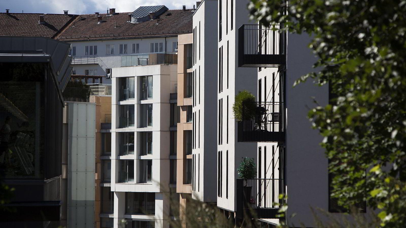 - Leilighetsbyggingen kan ikke styres ut fra prisene i dagens boligmarked, mener Ola Elvestuen (V).