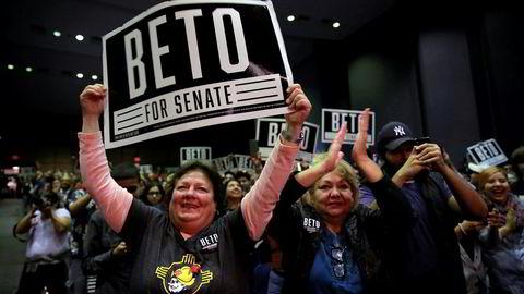Høy stemning under et valgkampmøte på Universitetet i El Paso i Texas. Beto O'Rourke kan bli ny senator fra Texas.