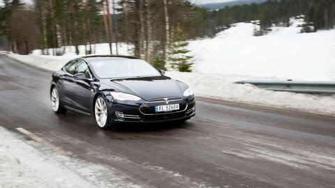 Tesla har inngått forlik med noen av de mange kundene som har Model S P85D.