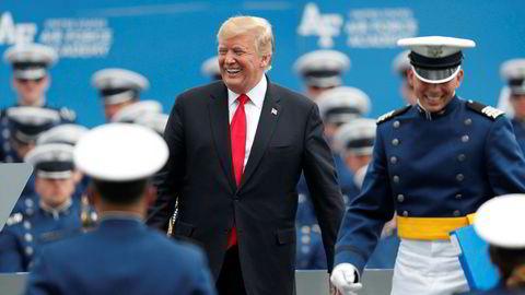 USAs president Donald Trump trapper opp handelskrigen ved å innføre straffetoll på alt av import fra Mexico. Aktiviteten ved kinesiske fabrikker har falt i mai etter de siste straffetollene mot kinesisk import fra USA.