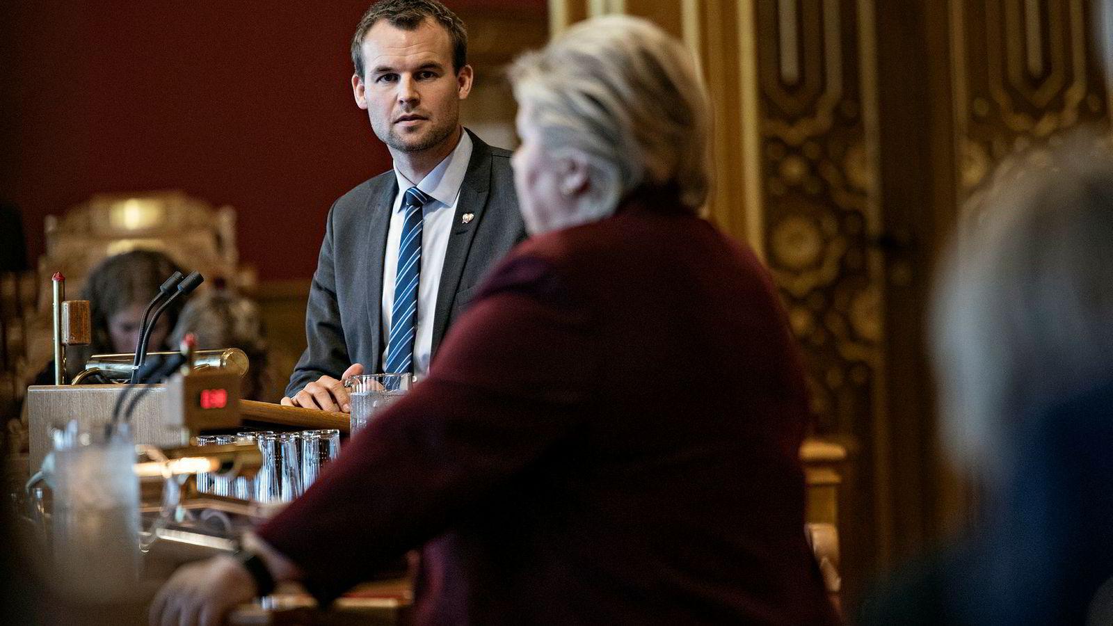 KrF-nestleder Kjell Ingolf Ropstad tvilte før han virkelig tok opp kampen mot partileder Knut Arild Hareide. Her sammen med Erna Solberg under Stortingets spontane spørretime.