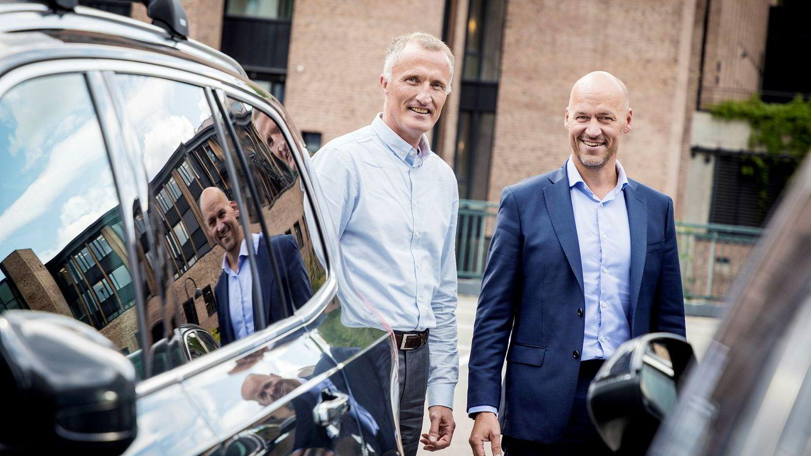 Nordisk CEO Michael Hvidsten (til høyre) og ny nordisk it-direktør Helge Mothes i Santander lanserer ny finansiering av bil.