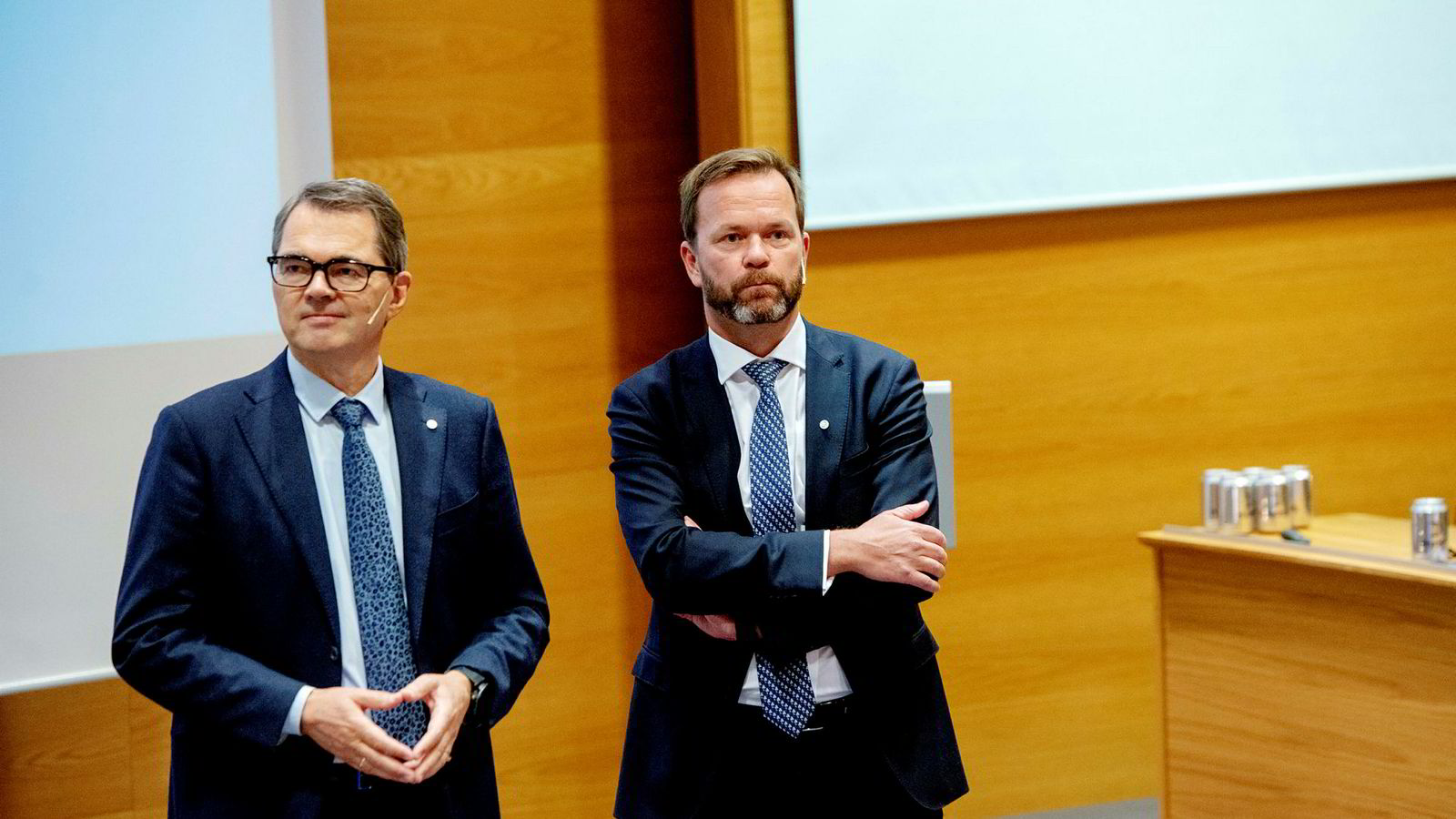 Konsernsjef Svein Richard Brandtzæg (til venstre) og finansdirektør Eivind Kallevik under Hydros siste kvartalspresentasjon.