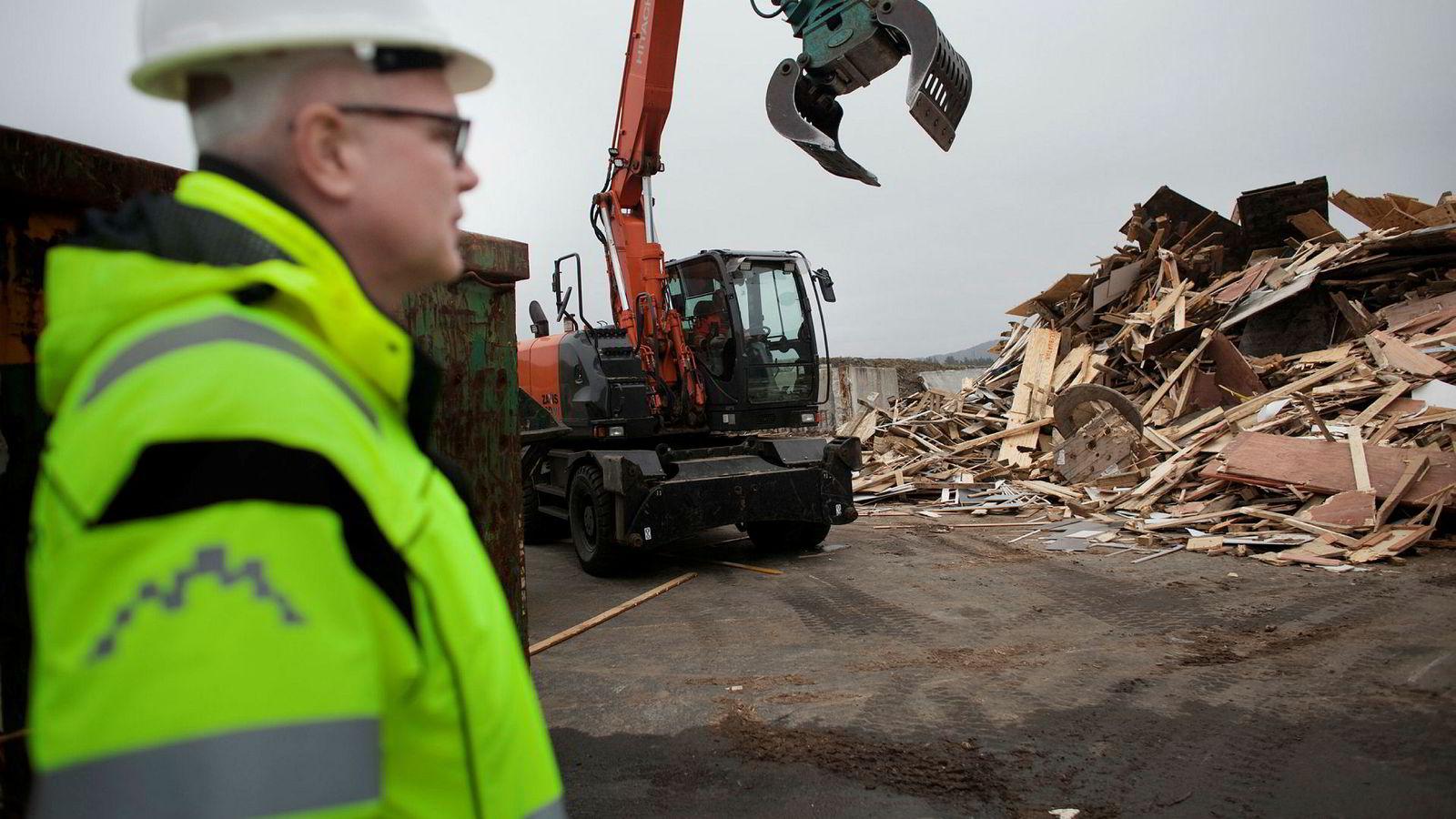 Den Karmøy-baserte avfallsbedriften Geminor transporterer, sorterer og prosesserer avfall i store deler av Europa. Driftsdirektør og medeier Ralf Schöpwinkel viser rundt på Storøy-anlegget nær hovedkontoret.
