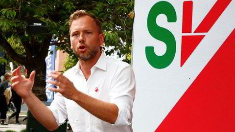 SV-leder Audun Lysbakken kom med en konkret utfordring til statsminister Erna Solberg (H) i Arendal: Å forhindre at 1.200 arbeidsplasser forsvinner.