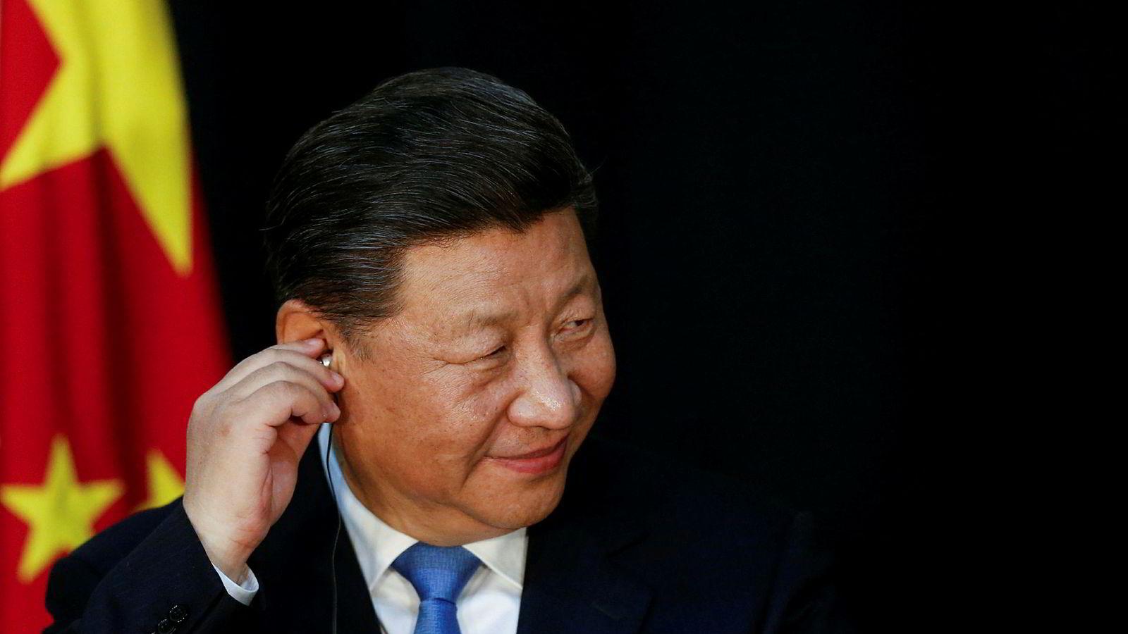 Det har vært store bevegelser ved aksjemarkedene over hele verden siden presidentene Donald Trump og Xi Jinping satte seg ned på hver sin side av middagsbordet i Argentina på lørdag kveld. Kina skal være irritert på Trumps mange utspill.