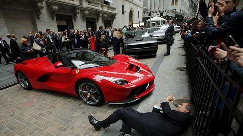En Ferrari LaFerrari, også kjent under prosejktnavnet F150, utenfor New York-børsen ifjor. Foto: Eduardo Munoz/REUTERS/NTB SCANPIX