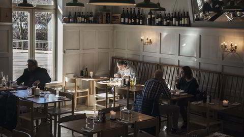 Pizzaløst. Utelivsgründer Nevzat Arikan nyter signaturretten oksehaleravioli på Trattoria Popolare, den italienske restauranten Nevzat Arikan og medarbeiderne drømte om. Pizza står ikke på menyen – gjestene skal smake all den andre italienske maten