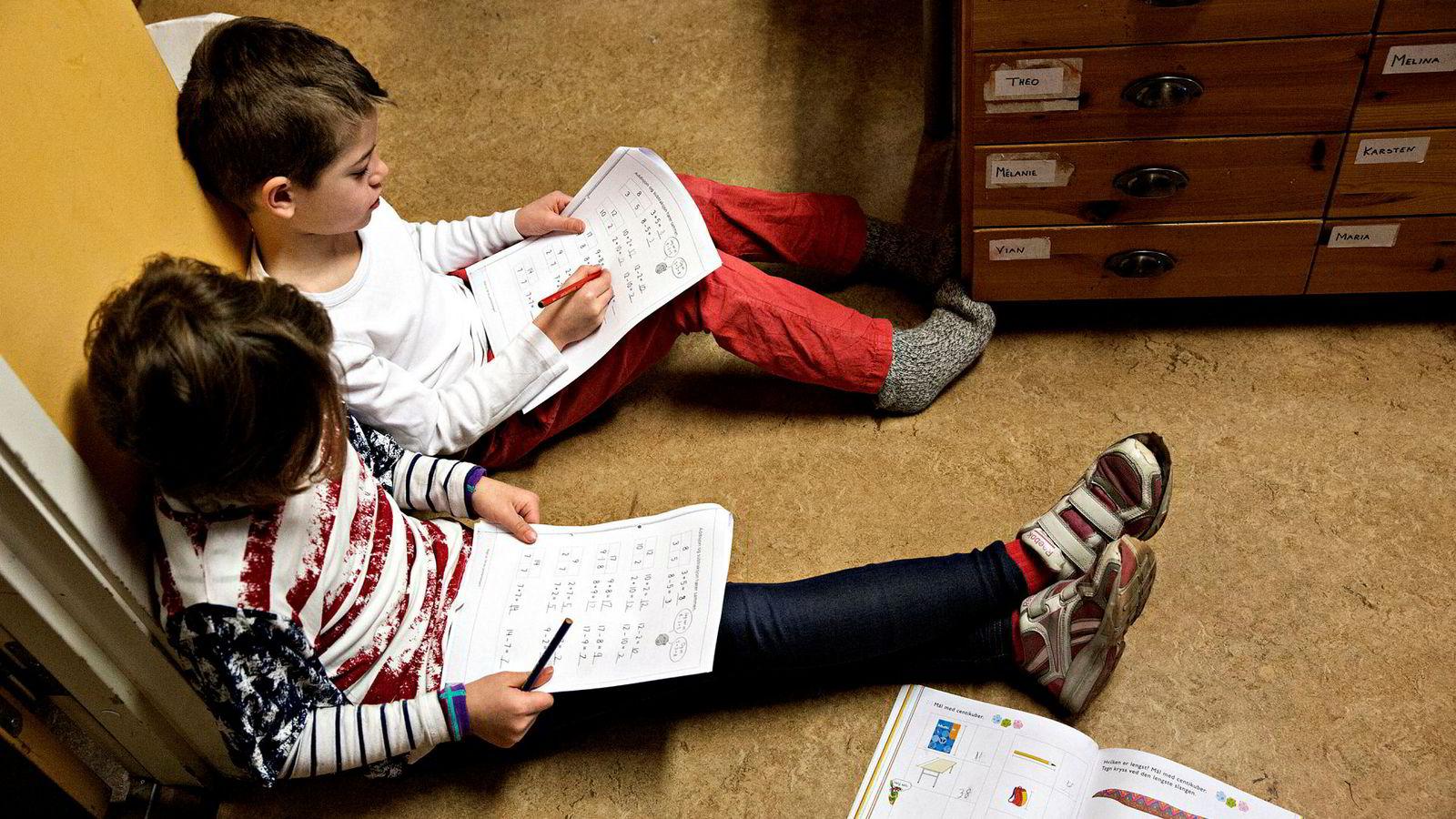 «En britisk studie viser at 18 måneder i en god barnehage kan bety mer for elleveåringers matematikkforståelse og språkkunnskaper enn seks år på skolen», skriver innleggsforfatterne.