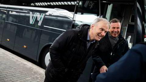 Konsernsjef i NSB Geir Isaksen (t.v.) og styreleder Dag Mejdell presenterte tirsdag nytt felles navn for NSB og Nettbuss.