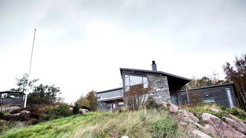 Hanne Madsen ble dømt for ulovlige inngrep og ulovlig bygging på Hesnes utenfor Grimstad.