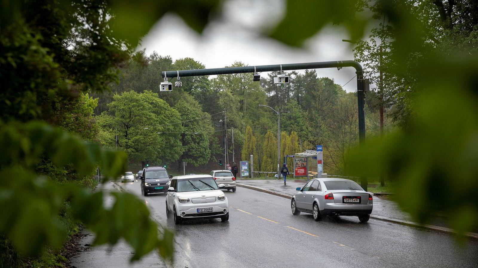 I Oslo innføres det fra juni en ny bompengering i sentrum av hovedstaden, som kommer i tillegg til andre bomringer lenger utenfor sentrumskjernen. Her fra Økernveien mellom Hasle og Tøyen i hovedstaden.