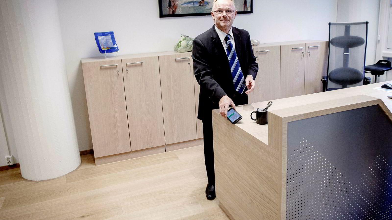 Per Sandberg får seks måneders karantene. Her for en måned siden under nøkkeloverleveringen da han gikk av som fiskeriminister.