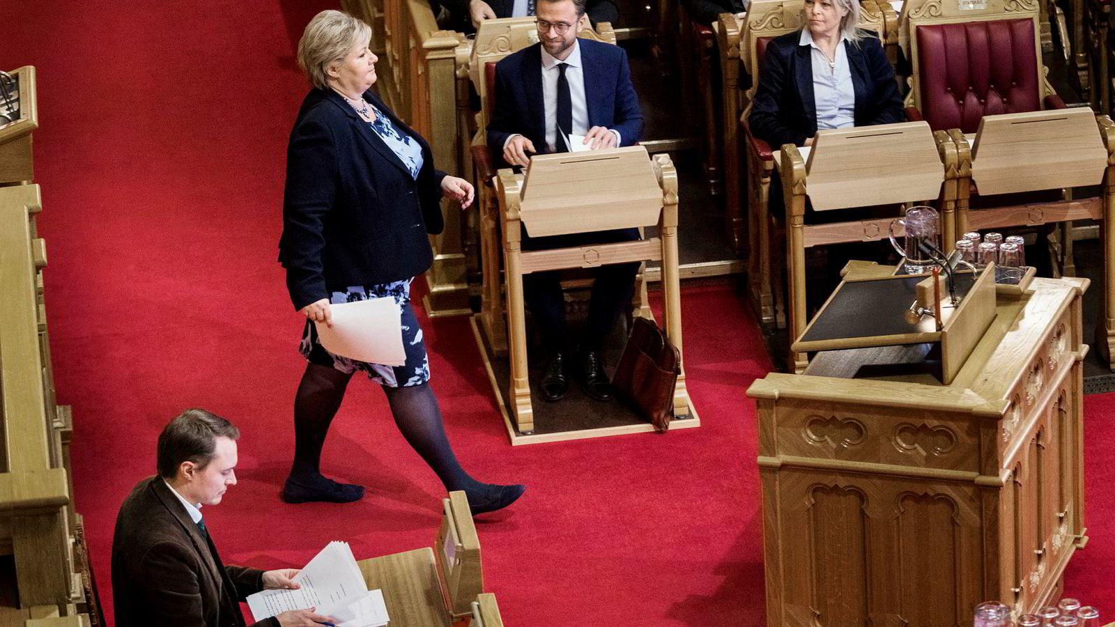 Erna Solberg legger frem regjeringserklæringen på Stortinget og ønsker seg ny kompetansepolitikk slik at «ingen går ut på dato i norsk arbeidsliv».
