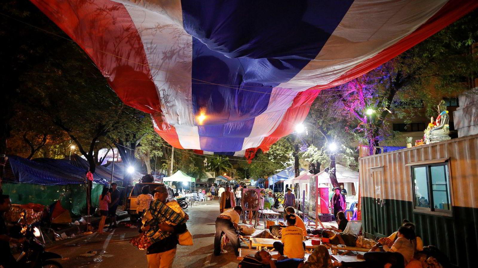 Thailand: Anti-myndighets-protestanter i Bangkok er i ferd med å pakke sammen leiren sin etter at militærkuppet ble erklært.