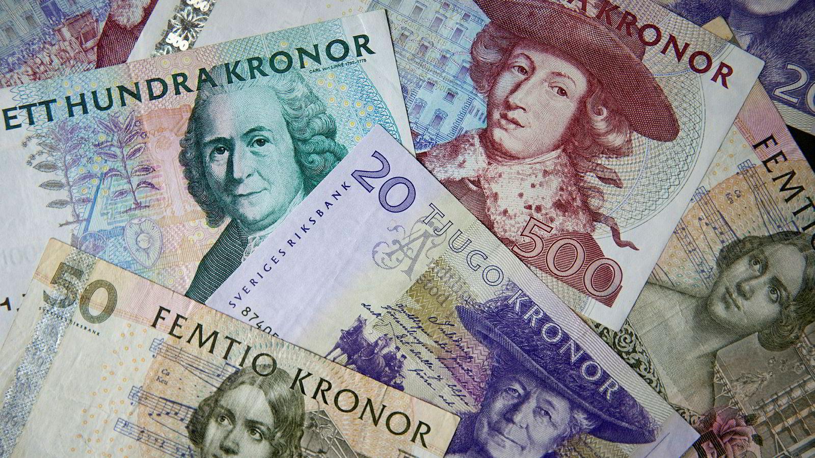 En pensjonert bankmann skal ha lurt svensker for over 100 millioner kroner siden 2001.