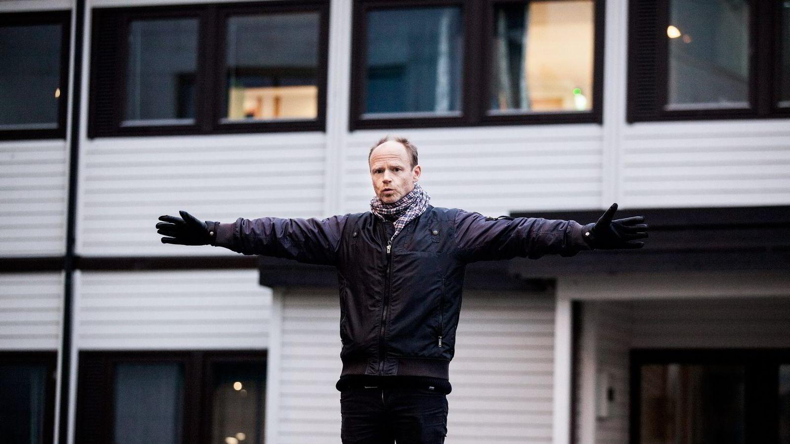 Komiker og sosiolog Harald Eia tror det blir det vanskelig for NRK å følge opp Kringkastingsrådets anbefaling om å skape et høyrevridd satiremiljø.
