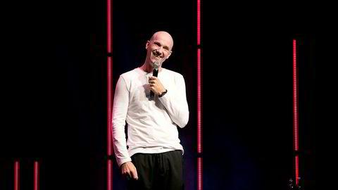 Det som begynte som ukentlige, korte humorinnslag på en liten scene i Bergen har utviklet seg til å bli millionbutikk for komikeren Dagfinn Lyngbø.