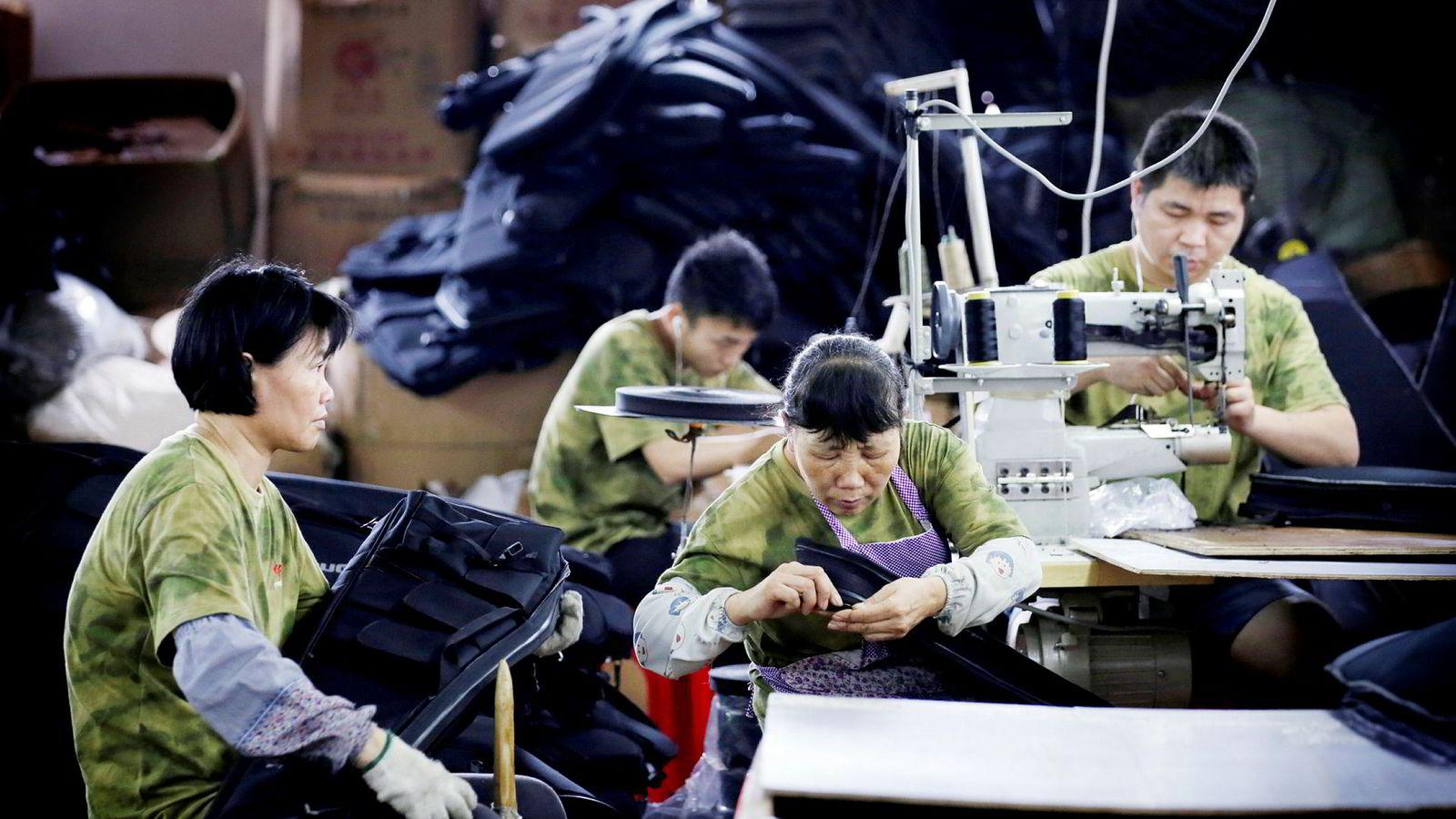 President Donald Trump truer å ilegge straffetoll på import fra Kina verdt ytterligere 325 milliarder dollar. På denne fabrikken i Guangzhou produseres brannvernutstyr beregnet på eksport til USA.