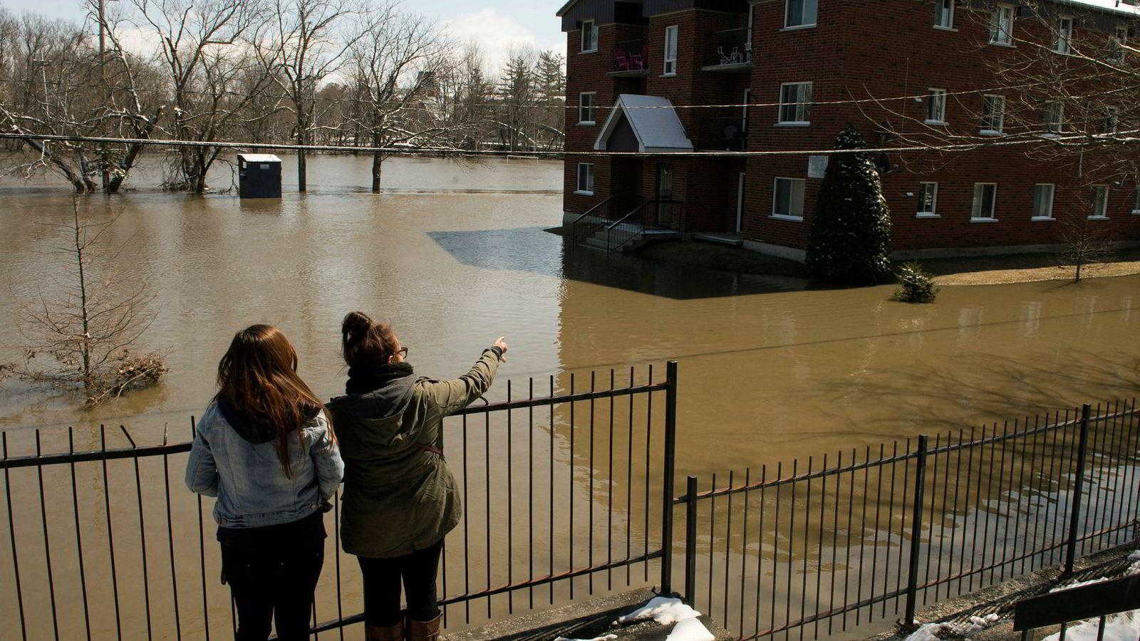 Temperaturen stiger raskere i Canada enn de fleste andre land i verden. Bildet viser en oversvømmelse i  Lennoxville i Quebec for få år siden.