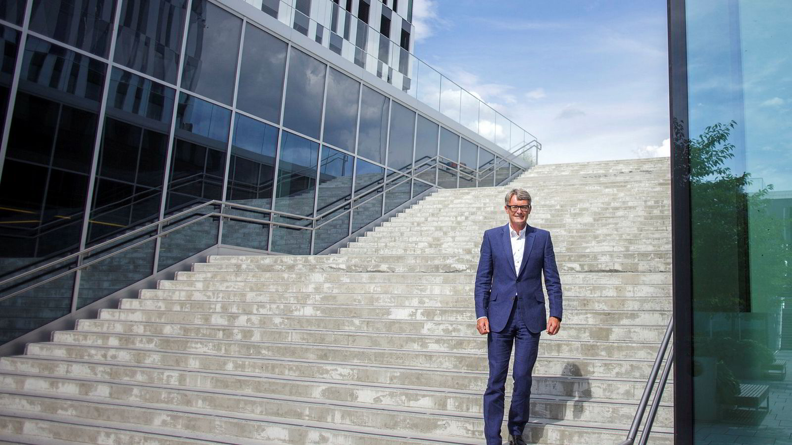 Aker-sjef Øyvind Eriksen (bildet) sier konglomeratet med Kjell Inge Røkke som hovedeier skal fortsette å investere tungt i selskaper innen olje og gass – og selskaper som ikke er notert på børsen.