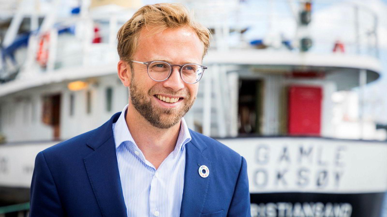 Digitaliseringsminister og regjeringens rikeste, Nikolai Astrup, tjente millioner også i 2018. Her er han på kaia i Arendal i forbindelse med Arendalsuka.