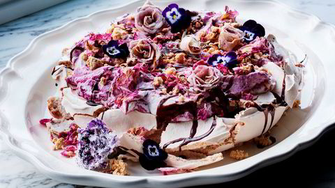 Mai er tiden for å briljere på kakefatet, for eksempel med en overdådig pavlova.