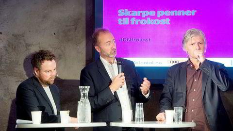 Nestleder i Arbeiderpartiet Trond Giske under onsdagens debatt flankert av kunnskapsminister Torbjørn Røe Isaksen (til venstre) og nestleder i Venstre Ola Elvestuen. Foto: Mikaela Berg
