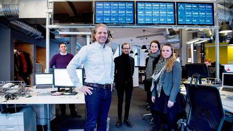 Red Gruppen-sjef Nils Røang (foran) kaller seg realist – og ikke pessimist – når han skal forklare nedgangen i det tradisjonelle annonsemarkedet. Her med Red-kollegene Magnus Nilsson (fra venstre), Håvard Haga, Therese Becke og Maria Aas-Eng. Foto: Mikaela Berg