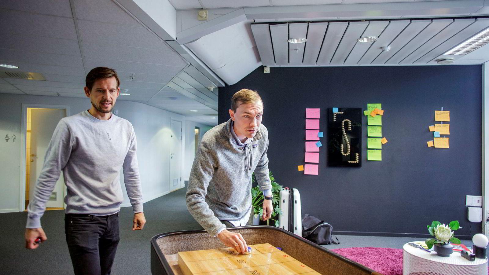 Pål-Christian S. Njølstad (til høyre) hoppet fra McKinsey over til ny lederjobb hos Spacemaker. Her sammen med kollega Halvor Aurmo, som er CFO i teknologiselskapet.