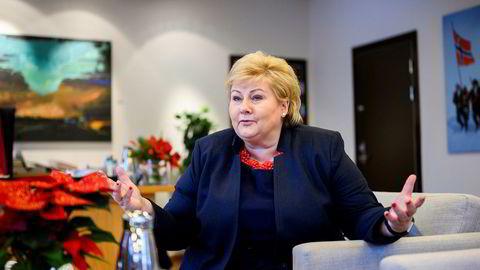Statsminister Erna Solberg har vanskelig for å forstå hvorfor fødselstallene er så lave når vi har verdens beste velferdsordninger og høy likestilling. Selv har hun noen teorier.