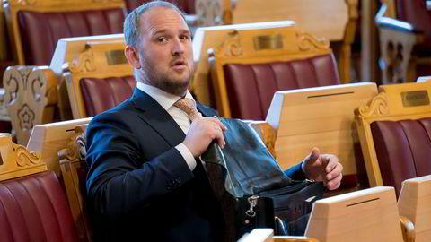 Samferdselsminister Jon Georg Dale (Frp) foreslår høyere fartsgrenser på flere veistrekninger.