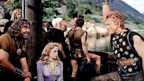 «Vikingene» fra 1958 var Kirk Douglas' første, men ikke siste møte med Norge. Janet Leight var også med som den kristne prinsesse Morgana. Filmen var en sexy norgesreklame Foto: Mary Evans Picture/NTB Scanpix