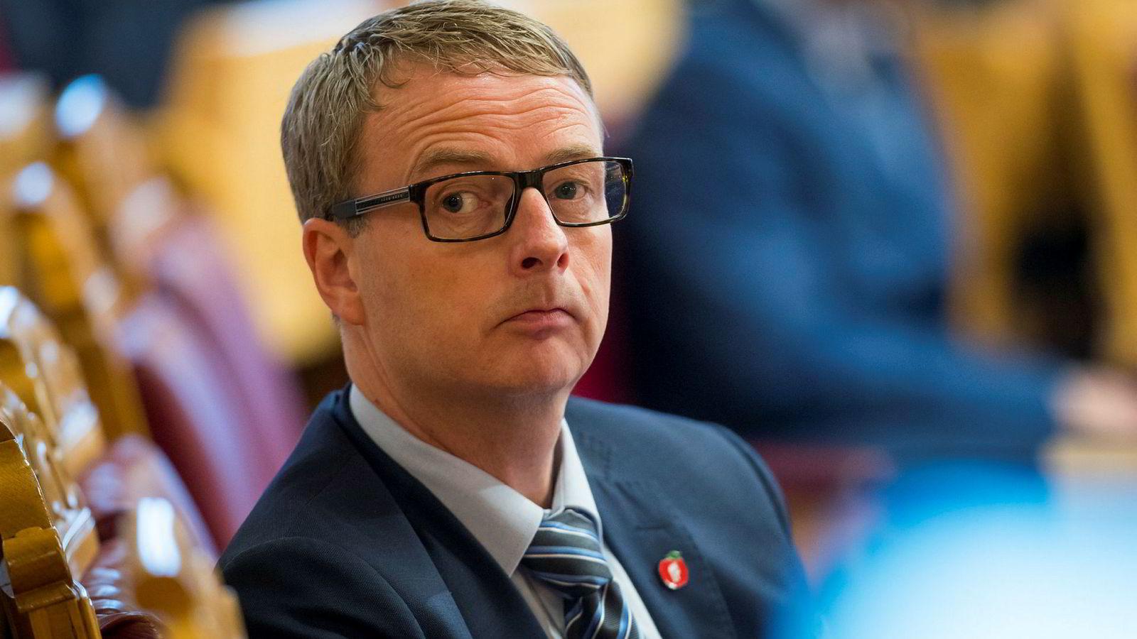 Olje- og energiminister Terje Søviknes ga feil opplysninger til Stortinget.