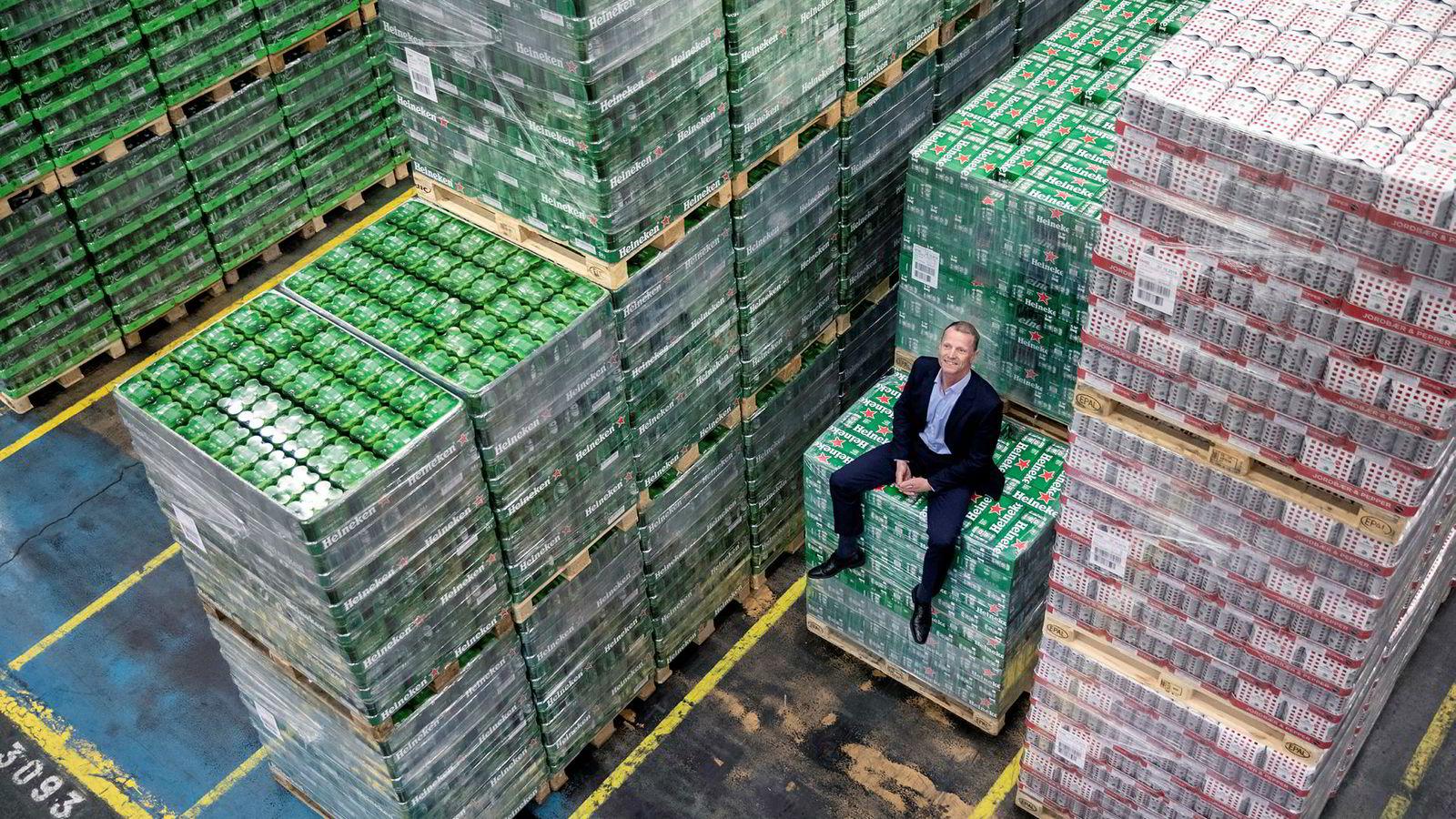I produksjonshallen til Hansa Borg bryggerier på Kokstad i Bergen lages det industripils i stor skala. Lars Giil er ny toppsjef i det tradisjonsrike bryggeriet.