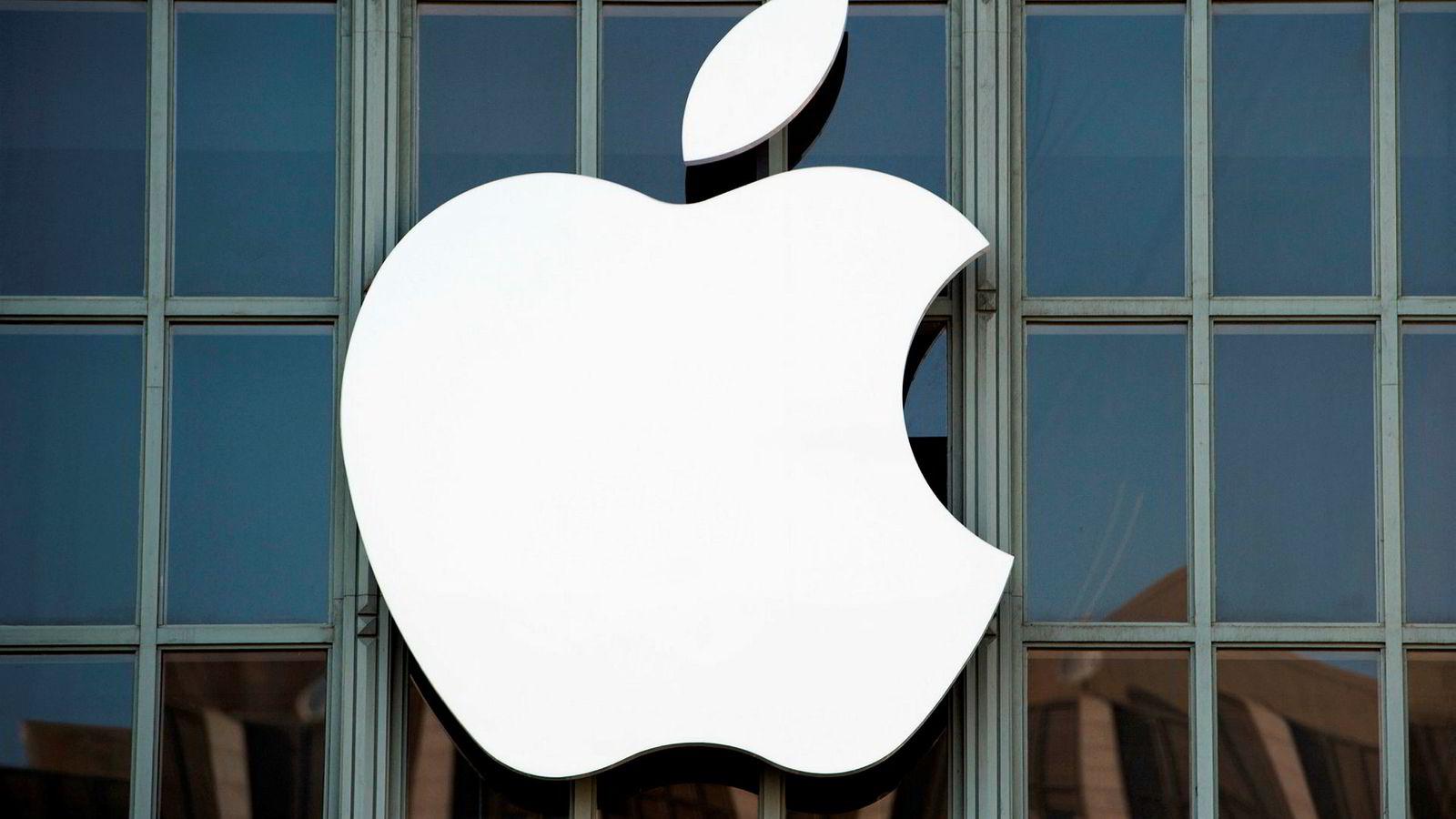 På det meste sank Apple-aksjen sank over fem prosent i løpet av mandagens handel.