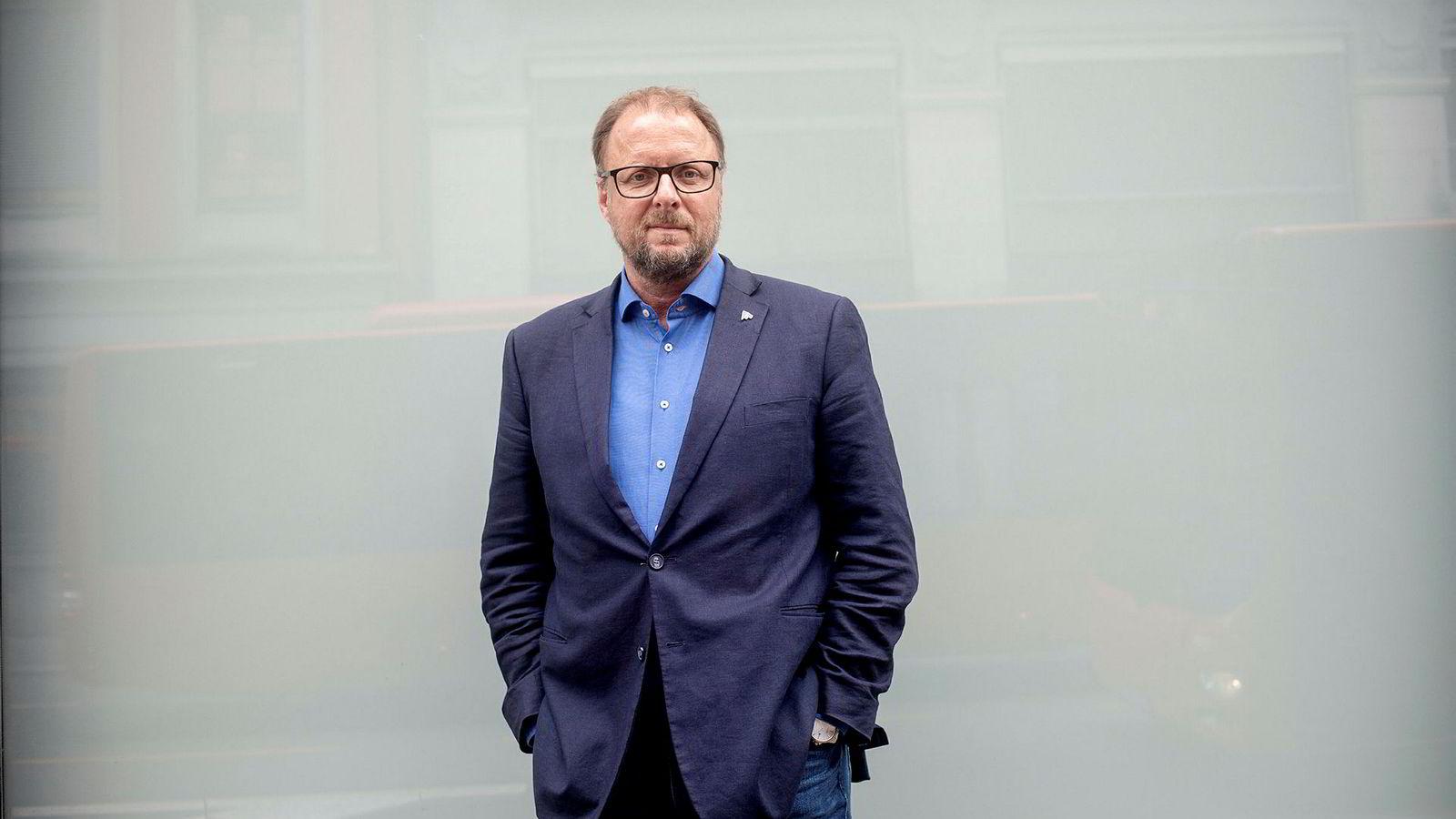 Fagdirektør for bolig i Forbrukerrådet, Olav Kasland, mener at kundene kan kreve penger tilbake fra Verisure og Sector Alarm.