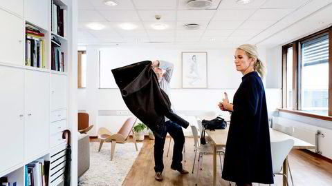 På noen områder er softwareutviklerne i Stavanger bedre enn i Silicon Valley, mener it-gründeren Lasse Andresen her med Stavanger-ordfører Christine Sagen Helgø. Foto: Tommy Ellingsen
