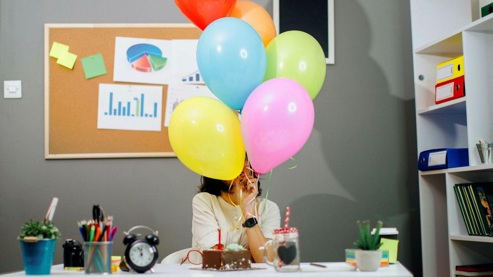 Ballonger i anledning kvinnedagen er ikke den beste måten å hylle kvinnelige kolleger på, mener artikkelforfatteren. Noe som kan flytte holdninger er bedre.