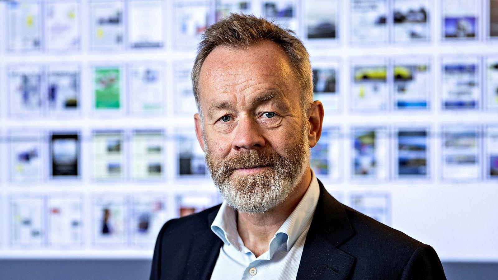 Sjefredaktør og administrerende direktør i Dagens Næringsliv Amund Djuve informerte de ansatte om nedskjæringer på et allmøte torsdag.