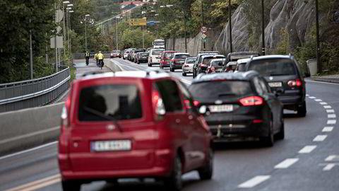 Drivstoffavgiftene ser igjen ut til å bli tungen på vektskålen for om samarbeidspartiene lykkes i å legge frem et felles budsjett, sier forfatteren. Foto: Aleksander Nordahl