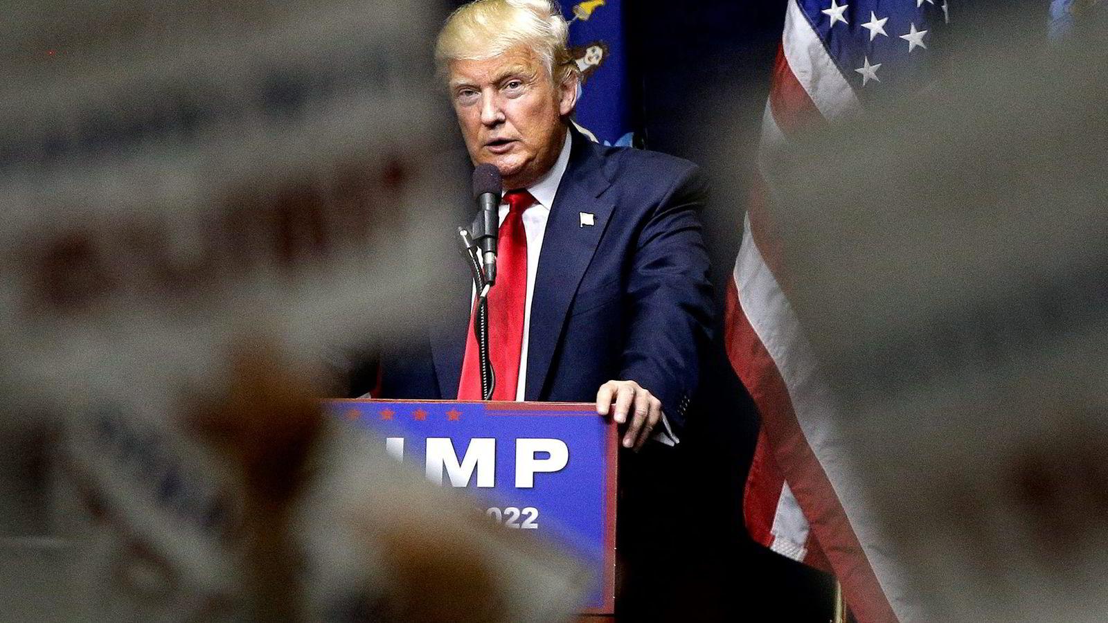 Presidentkandidat Donald Trump ordlegger seg uvanlig mildt i en Facebook-melding om fordommer, hat og undertrykkelse. Foto: Spencer Platt/AFP/NTB Scanpix og Julie Jacobson/AP/NTB Scanpix