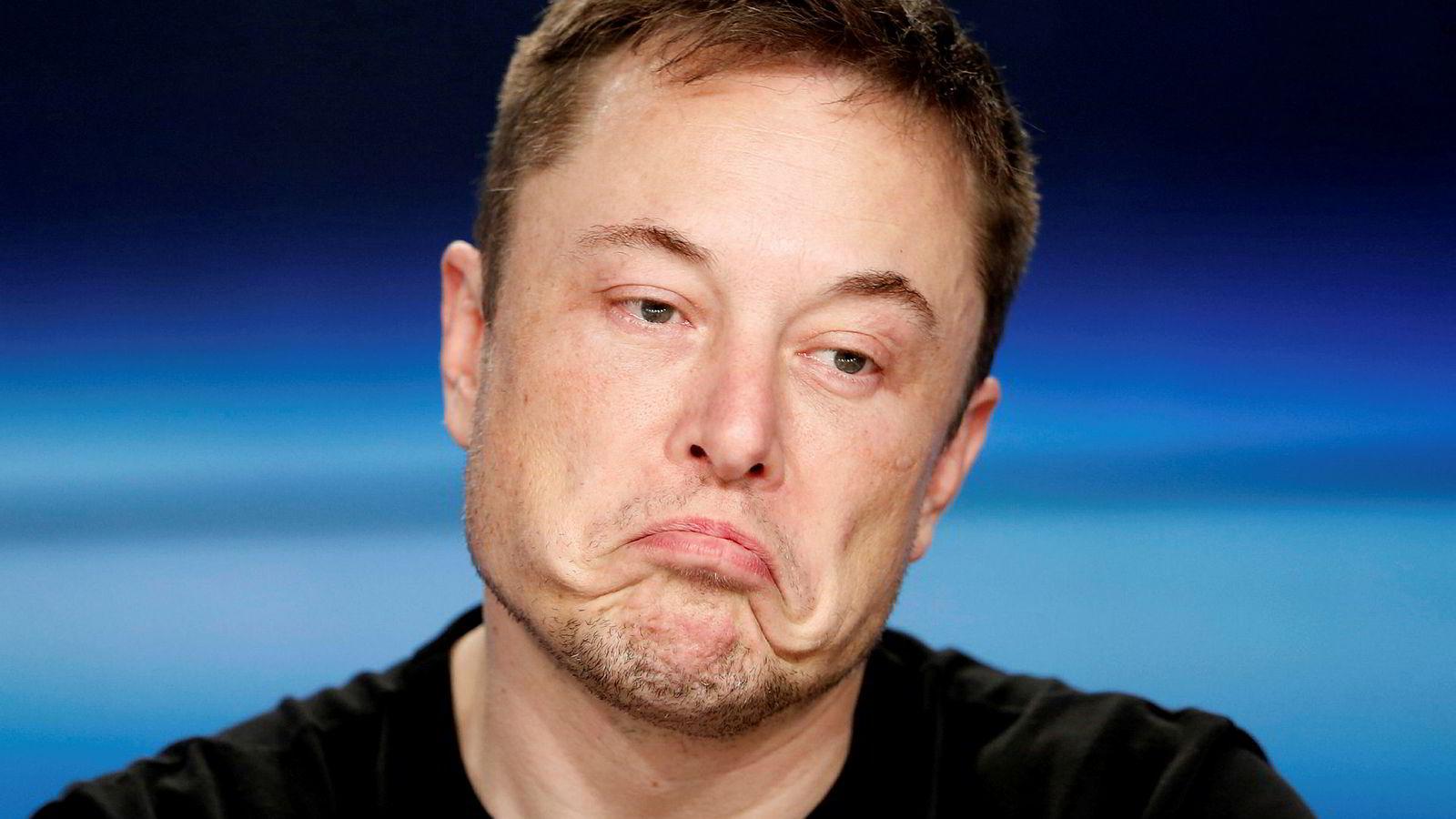 Tesla-grunnlegger Elon Musk skjønner frustrasjonen norske Tesla-eiere har. Ventetid på flere måneder for å få reparert bilene er blitt vanlig. Han ønsker flere mobile serviceverksteder på norske veier, men venter på godkjennelser.
