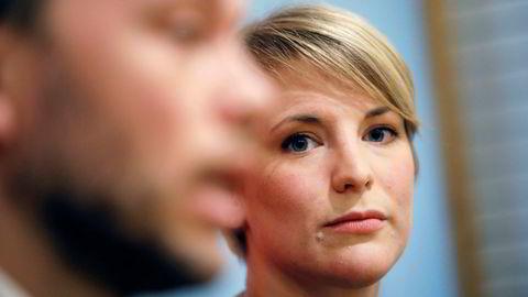 SVs finanspolitiske talskvinne, Kari Elisabeth Kaski, heier på forslaget om å ta Oljefondet ut av olje- og gassaksjer, og skulle helst sett at det skjedde så fort som mulig. Her står hun sammen med partileder Audun Lysbakken.