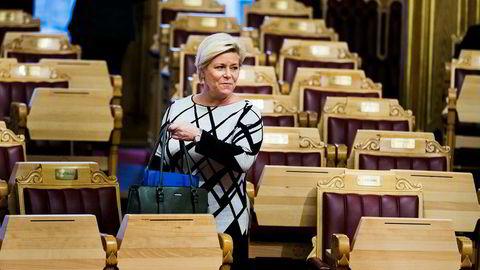 Finansminister Siv Jensen har fått seks dager på seg for å svare angående leien av Andresen-hytta.
