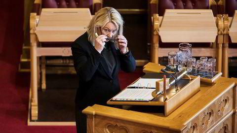 Kommunalminister Monica Mæland vil ha flere kommunesammenslåinger.