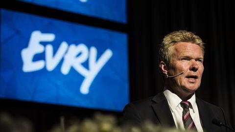 Terje Mjøs, konsernsjef i Evry, mener samfunnet må stå sammen mot dataangrep. Her under onsdagens kvartalspresentasjon. Foto: Fartein Rudjord